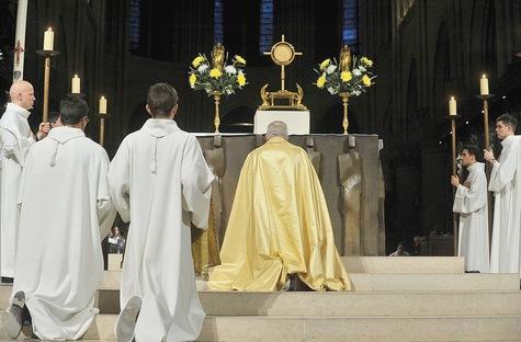Le-pape-Francois-au-caeur-d-un-reseau-mondial-de-priere-invisible_article_main